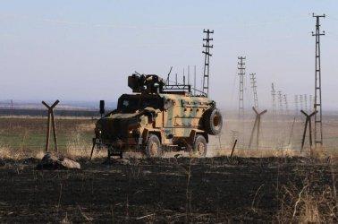 Експлозия на кола бомба срещу турски военен конвой в Северна Сирия