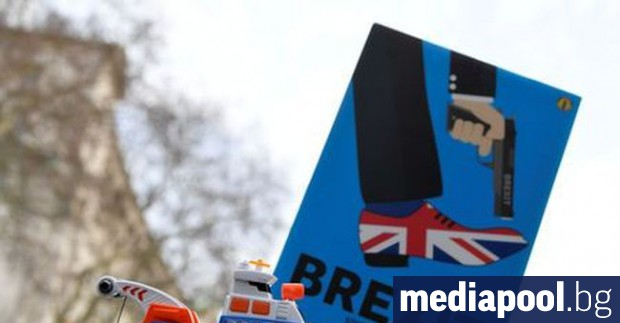 Британската Партия на Брекзита загуби четирима депутати в Европейския парламент,