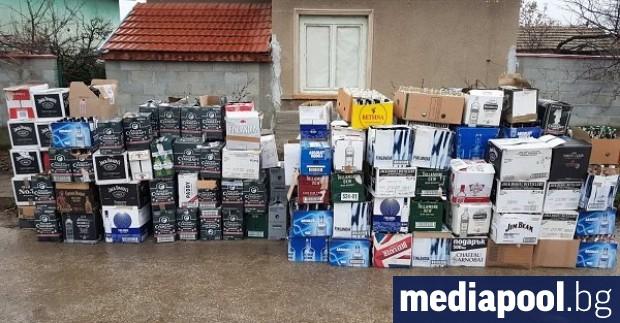 Голямо количество нелегален алкохол е открит в къща в село