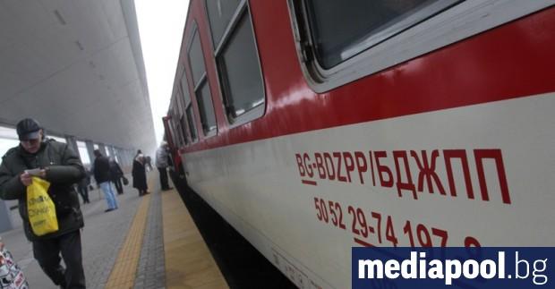 Пътнически влак дерайлира преди гара Кърджали в събота следобед. Влакът