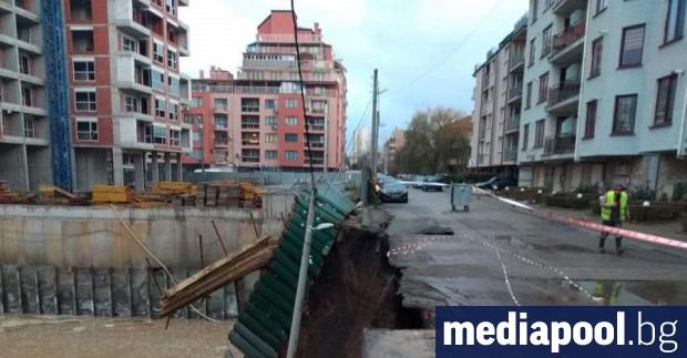 Стена се срути в строителен изкоп в столичния квартал