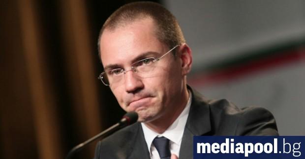 Евродепутатът Ангел Джамбазки е хванат да шофира с алкохол, съобщи