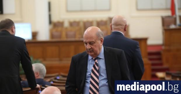 Започналата преди ден размяна на реплики между президента Руман Радев