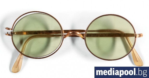 """Кръгли слънчеви очила на поп легендата на """"Бийтълс"""" - Джон"""