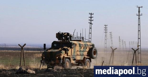 Експлозия на кола бомба при преминаването на турски военен конвой