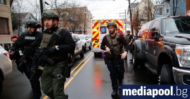 Шестима души, включително полицай и двама заподозрени, са убити при