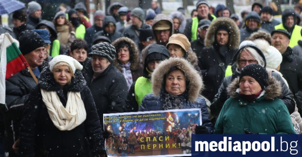 Жители на Перник протестират в неделя с жълти жилетки заради