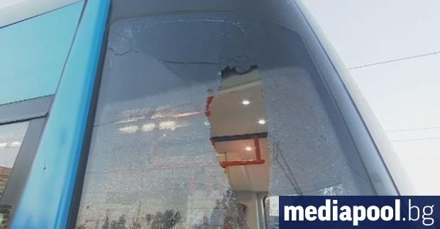 Бус удари трамвай номер 22 на столичния булевард