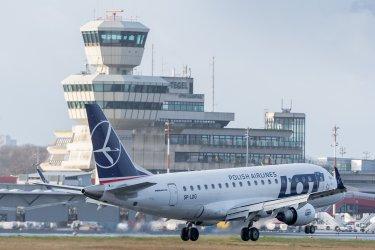 """Собственикът на авиолинии ЛОТ купува поделение на фалиралия превозвач """"Томас Кук"""""""