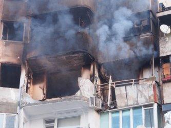 Взривът в апартамент във Варна вероятно е причинен от бензин и газ