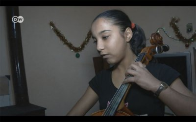 Как виолончелото промени живота на ромското момиче Мариана (видео)