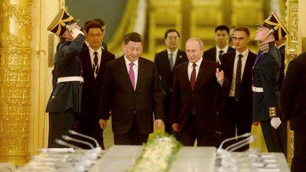 От Тайван до промените в Москва - властта на президентите на Китай и Русия си има граници