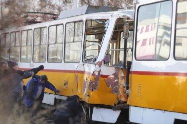 Мъж загина при верижна катастрофа с трамваи