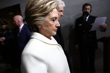 """""""Никой не го обича"""" - Хилари Клинтън критикува Бърни Сандърс"""