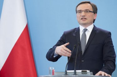 Полша е склонна към компромис с ЕС по спора за върховенството на закона