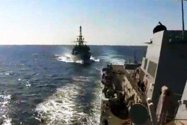"""Руски боен кораб се """"приближил агресивно"""" към американски разрушител в Арабско море (Видео)"""