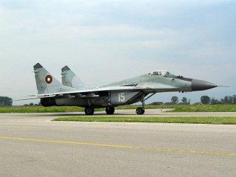 Военновъздушното училище в Долна Митрополия отвори врати, чака се магистралата до него