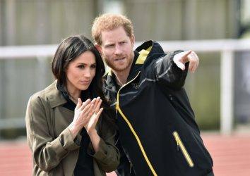 "Кралицата се съгласи на ""преход"" за Хари и Мегън"