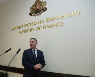 Горанов отстъпи с още 6 месеца за касовите апарати