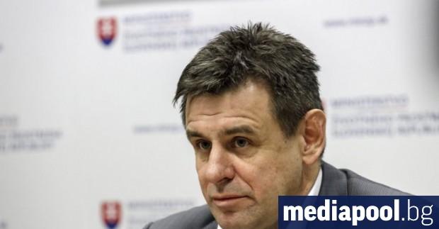 Словашкият министър на околната среда Ласло Шолимош подаде оставка, след