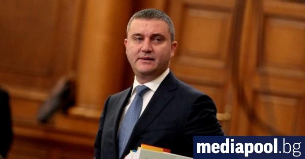 Финансовият министър Владислав Горанов предлага сериозно намаляване на държавната такса