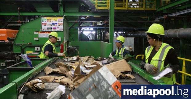Фирмите, занимаващи се с рециклиране на отпадъци, предупредиха в петък