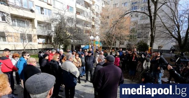 Жителите на 4 блока с над 400 апартамента в столичния