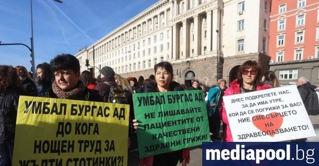 Българското здравеопазване кърви: лекари и медицински сестри масово напускат страната.