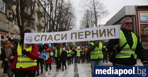 Жители на Перник излизат на протест в София. Очаква се