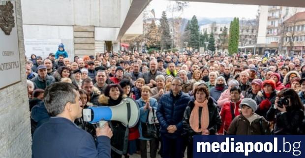 Жителите на Ботевград излязоха в неделя на протест в подкрепа