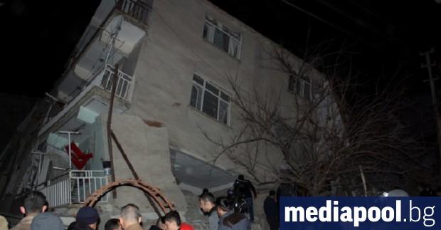 Най-малко 19 души са загинали при вчерашното земетресение в Източна