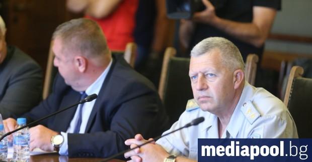 Министърът на отбраната Красимир Каракачанов няма намерение да иска освобождаването