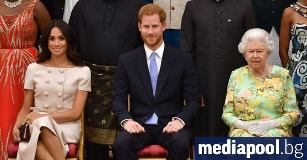 Британската кралица Елизабет Втора и останалите старши членове на кралското