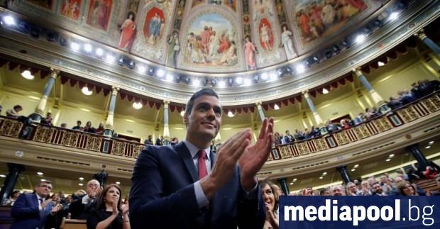Испанският парламент одобри лидера на социалистите Педро Санчес за премиер,