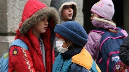 Една трета от страната е в грипна епидемия, 674 училища са във ваканция