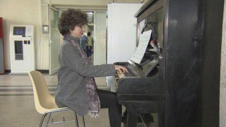 Жена, преборила рака, дари пиано на Онкологията в София