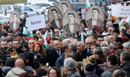 Румен Радев оглави шествие в памет на Апостола