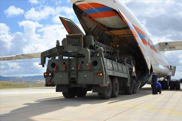 България отново пуска руски самолет с оръжие към Сърбия