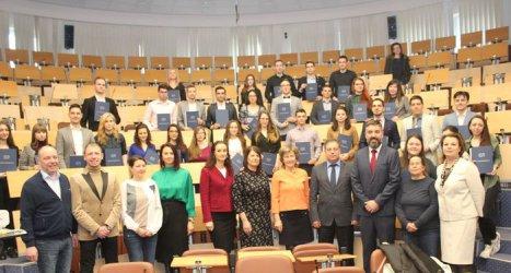 Студенти медици със стипендии от БЛС