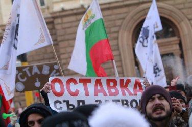 """Партия """"Възраждане"""" продължава с протестите пред Народното събрание"""
