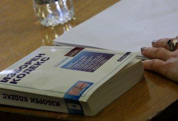 Въпреки заръките на Борисов, решението за машинния вот забуксува