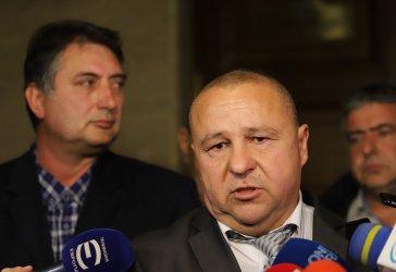 Кметът на Калофер се усъмни, че прокуратурата покрива дела, Гешев обещал да помогне