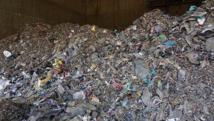Екоминистърът призова заводите да горят приоритетно български боклук