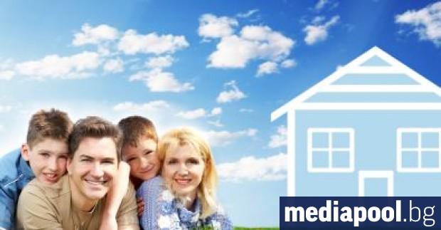 За издръжка на четиричленно домакинство, включващо двама родители и две