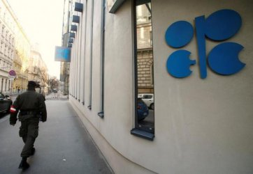 Петролът поевтиня още заради неразбирателство в ОПЕК за добива