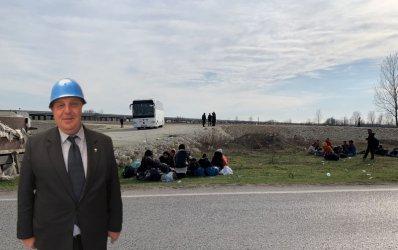 """""""Хуманният"""" Каракачанов: Няма да се стреля с картечница по границата, но ще има гранати"""