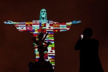 Държавата помага за прибирането на 47 български туристи по света