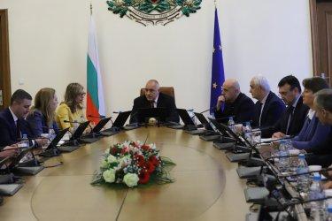 Борисов вади спирт от държавния резерв срещу коронавируса (Видео)