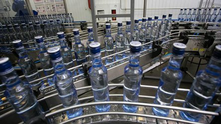 Спад с една трета на износа на руска водка през януари