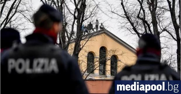 Италианските затворнически власти съобщиха днес, че са починали шестима затворници,